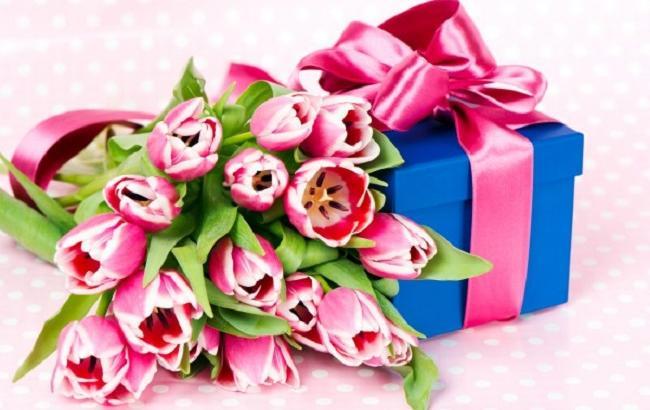 Как поздравить и что подарить к 8 марта?